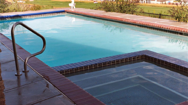 Tile Spa within Classic Pool